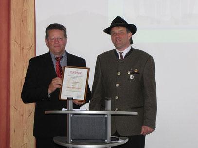 Ehrenmitglied Andreas Dirr mit 1.Schützenmeister Peter Leibhard