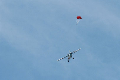 Largage parachute depuis le Pilatus PC 6