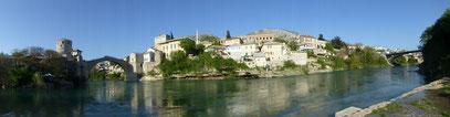 Mostar mit Blick auf die Stari most und Altstadt