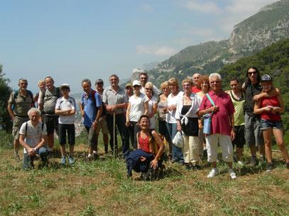 Le groupe des marcheurs sur le chemin de Roquebrune.