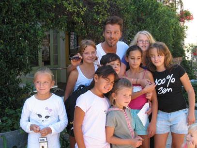 Christophe Maé et ses jeunes fans