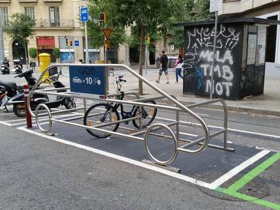 1 place de parking pour 1 voiture =  10 places de parking pour 10 vélos
