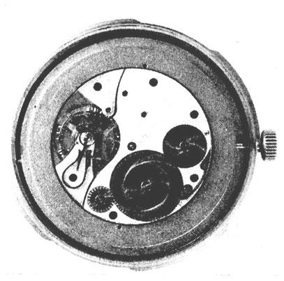 Uhrwerk nach Herausnahme aus der Chronometerkapsel auf dem Glasring liegend.