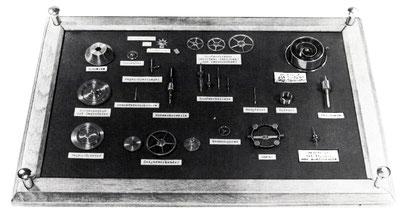 Die wesentlichen Bauteile des Glashütter Chronometers ohne Gestell und Gehäuse. [4]