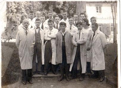 1923 Alfred Helwig mit seinen Schülern