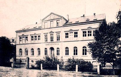 Das Schulgebäude um 1900