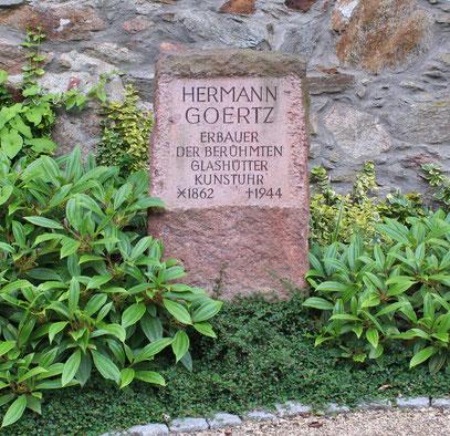 Grabstätte  von Hermann Goertz auf dem Glashütter Friedhof