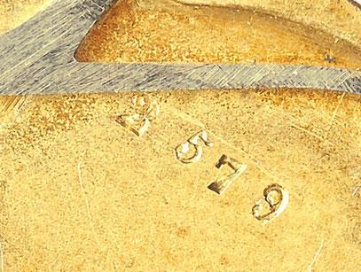 Zifferblattseitige Punzierung der Gundplatine nur mit laufender Werknummer (2,5 mm Höhe)