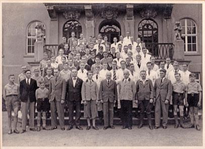 DUS Jahrgang 1937/38; (hier bereits mit Lehrlingen der UROFA)