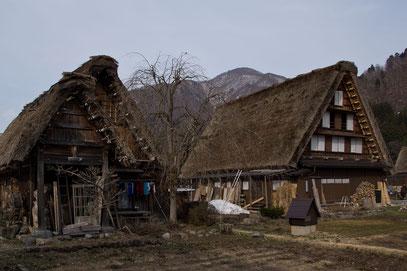 Häuser mit den typischen Strohdächern