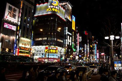 Tokyo - Shinjuku; Das Nachtleben brummt ....