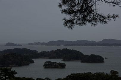 Matshushima - die Bucht mit den etwa 300 kleinen Inseln im Abendnebel