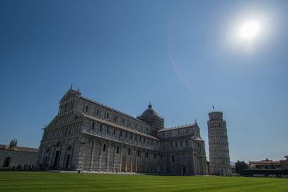 Die Kathedrale mit dem schiefen Turm in Pisa