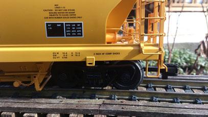 USA Trains 4 Bay Shell Center Flow Hopper