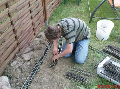 1. Schritt: Grobes Auslegen der Schienen.