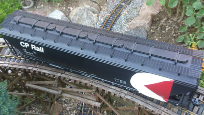 USA Trains CP Rail 4 Bay Center Flow Hopper Top View