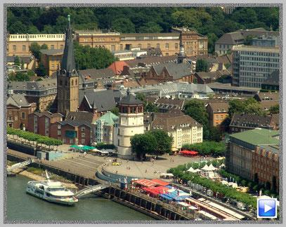 Blick vom Düsseldorfer Rheinturm auf die Altstadt