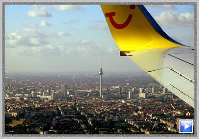 "Landeanflug auf Berlin Tegel. Vom ""Alex"" grüßt der Fernsehturm"