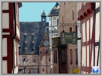 Das Marburger Rathaus in der romantischen Altstadt