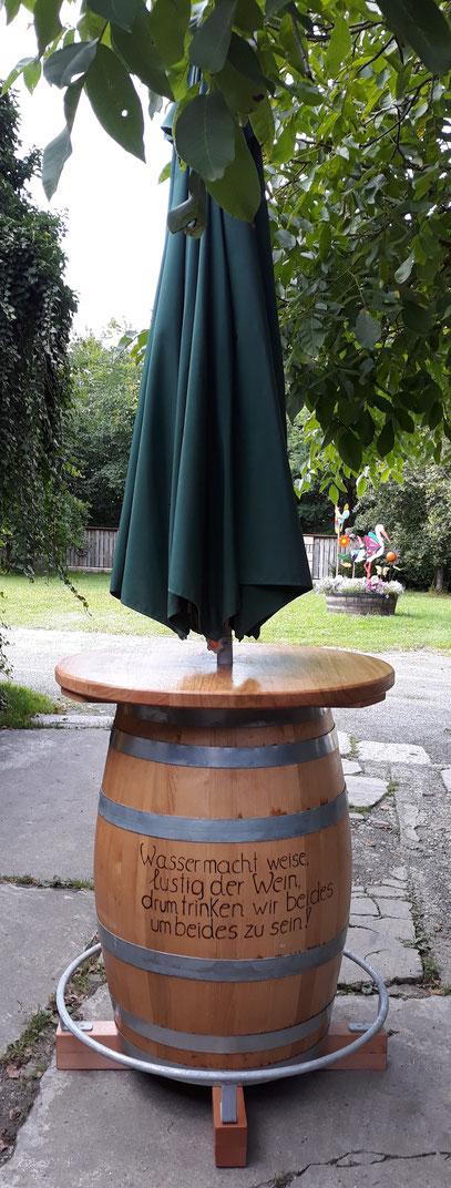 Fasstisch mit Schirmhalterung und Fußring inkl. Gravur