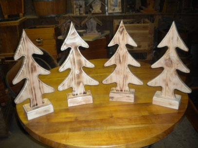 Weihnachtsbäume aus Holz