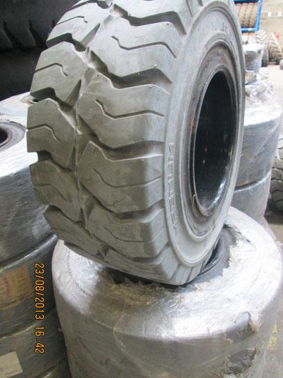 nouveau roues pneus chariot elevateur tp 335 80r20 14 17 5 12 5 18 27x10 12 21x8 9 200 75 9. Black Bedroom Furniture Sets. Home Design Ideas