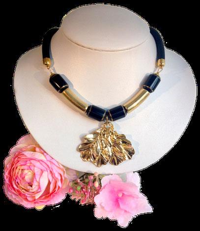 Bakélite sur lit doré, collier Art Nouveau