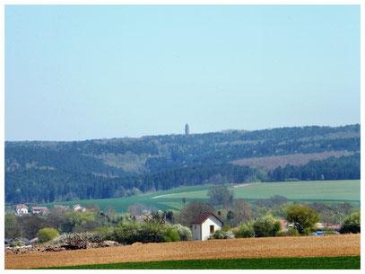 Blick vom Friedhof Chattancourt auf das Gebeinhaus