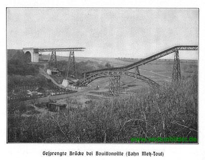 Aufnahme der gesprengten Brücke. Direkt daneben befindet sich der Friedhof