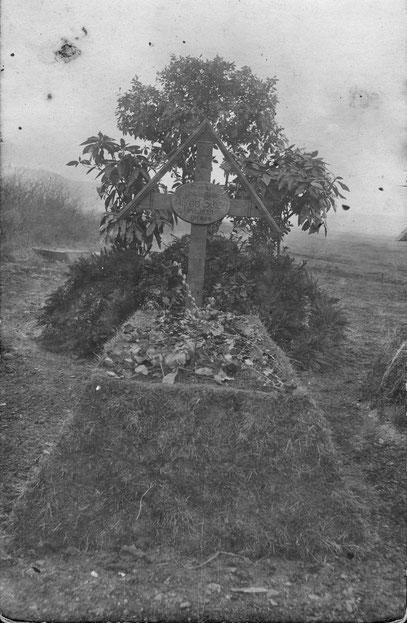 Originalaufnahme vom Grab des Unteroffiziers Alfred Scharf, gefallen am  13.02.1918