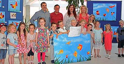 – Kindergartenkinder malen Kunstwerke   Sieben großformatige Bilder mit insgesamt zweiundvierzig Vögeln auf Leinwand sind es geworden. Sie zieren die Räumlichkeiten unserer Firma im Bühler Gewerbegebiet Bußmatten. Gestaltet wurden die