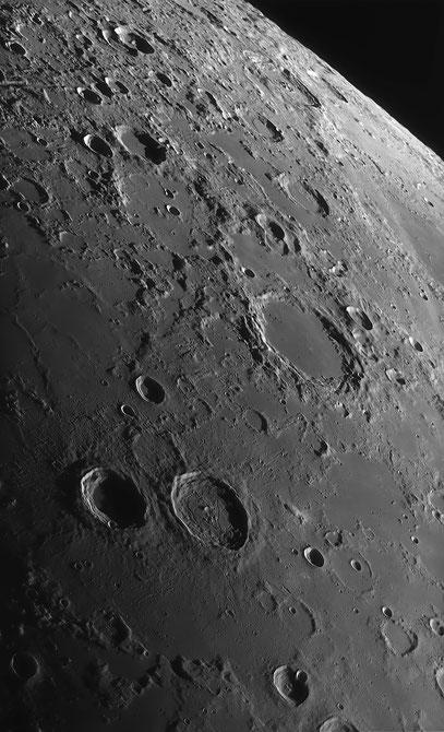 Die Krater Atlas, Herkules und Endymion mit sehr viel Umgebung.