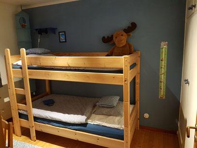 Pippi-Langstrumpf-Zimmer mit Stockbett (Maße  jeweils 90x200cm)