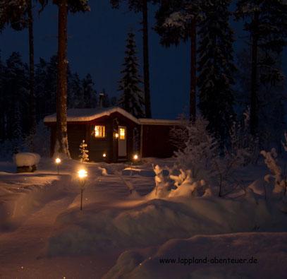 Die holzbefeuerte Sauna hinter dem Ferienhaus