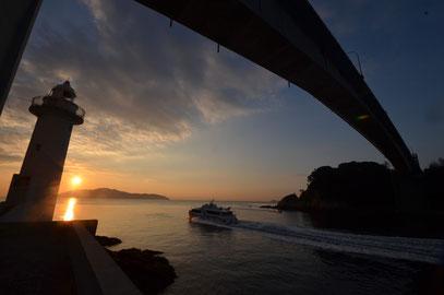 優秀賞   河本 邦明   タイトル 『上関海峡の朝』