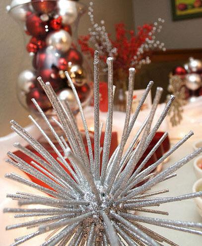 Как сделать новогоднее украшение на дверь своими