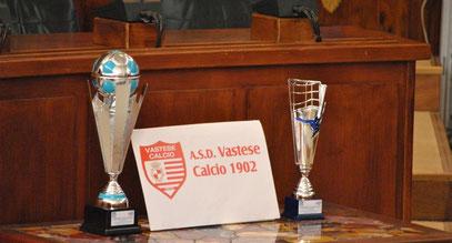 Le due coppe vinte relative al campionato di Promozione e al campionato Juniores