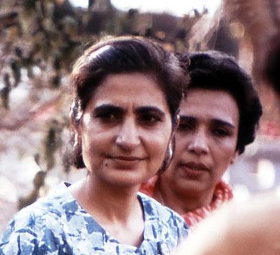 Meheru with Arnavaz Dadachanji in India. Cropped image. Photo courtesy of Glenn & Laurel Magrini.
