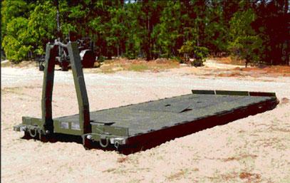 Konventionelle Container Roll-Out Platform (CROP) der US Army