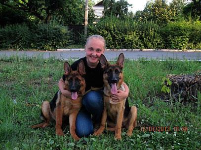 Кампина фон Нордэн-Штэрн, 4 мес 11 дней (слева) и Кантри фон Нордэн-Штэрн, 4 мес 11 дней (справа)