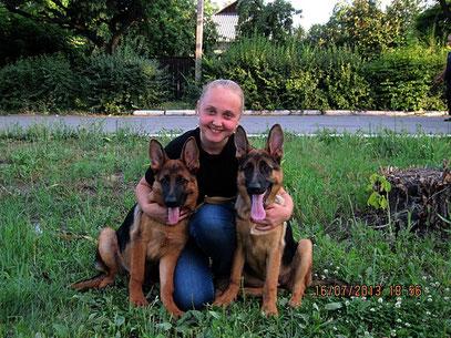 Кампина фон Нордэн-Штэрн, 4,5 мес(слева) и Кантри фон Нордэн-Штэрн, 4,5 мес (справа)