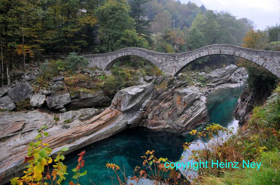 Brücke im Verzascatal