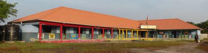 Spenden für Schulhausbau in Taayaki