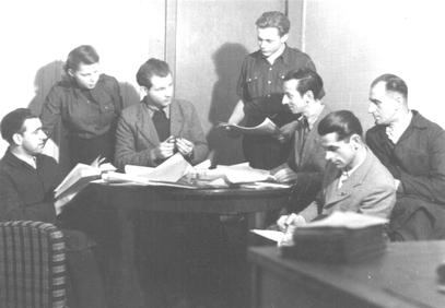 Lehrausbilder und Lehrlinge im Fachgespräch 1950