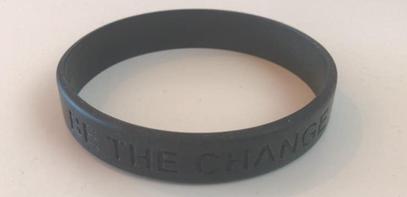 """Kautschuk-Armband mit Aufdruck """"BE THE CHANGE GAMECHANGER PK"""""""