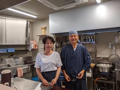 蕎麦KENをオープンした安部建司・多寿子ご夫妻の写真
