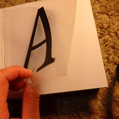 アルファベットをめくると・・・ When you turn the alphabet...