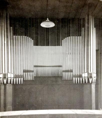 Orgel von Hugo Koch für den Reichssender Köln im Kongressaal der Kölner Messehallen (1937), Foto aus dem Orgelbauarchiv Koch