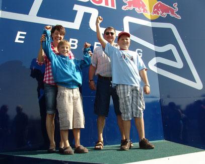 Die Sieger vom Miesenbach-GP auf dem RED BULL Ring  Markus Prinz und Martin Kratzer mit Ihren Betreuern Manuela und Antonio