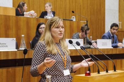 Frau Mag.a Eva Kern im Parlament